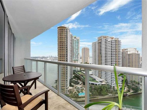 Luxury Apartment in Icon Brickell building on Brickell Ave. - Bayfront - Downtown Miami - $890,000