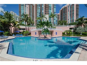 Looking for a high quality of life? Look at this condo in Aventura - Miami - $550,000